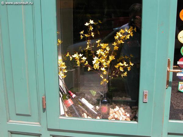 Оформление витрины винного бутика