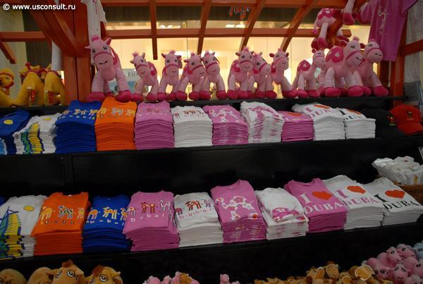 163e0fcd8b5667 Пример выкладки одежды по цветам в магазине детских товаров.
