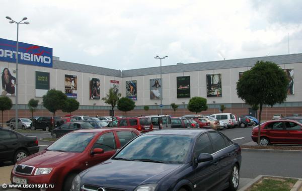 Паркинг торговых центров в Праге.