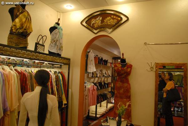 Интерьер магазина женской одежды из